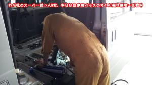 スーパー助っ人W君、自家用のバモス修理中!