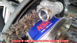 リヤブレーキのカップ交換の為、シリンダー内部も処理します